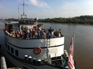 Schifffahrt von Bremen über Elsfleth auf der Hunte nach Oldenburg